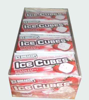 Самая вкусная жвачка Ice Breakers Strawberry Smoothie  Ice Cubes (Айс брекерс ледяной куб с ледяным вкусом клубники)
