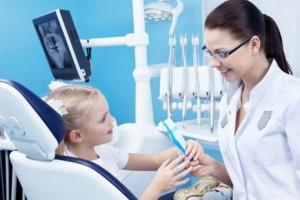 Как научить ребенка не бояться зубного врача?